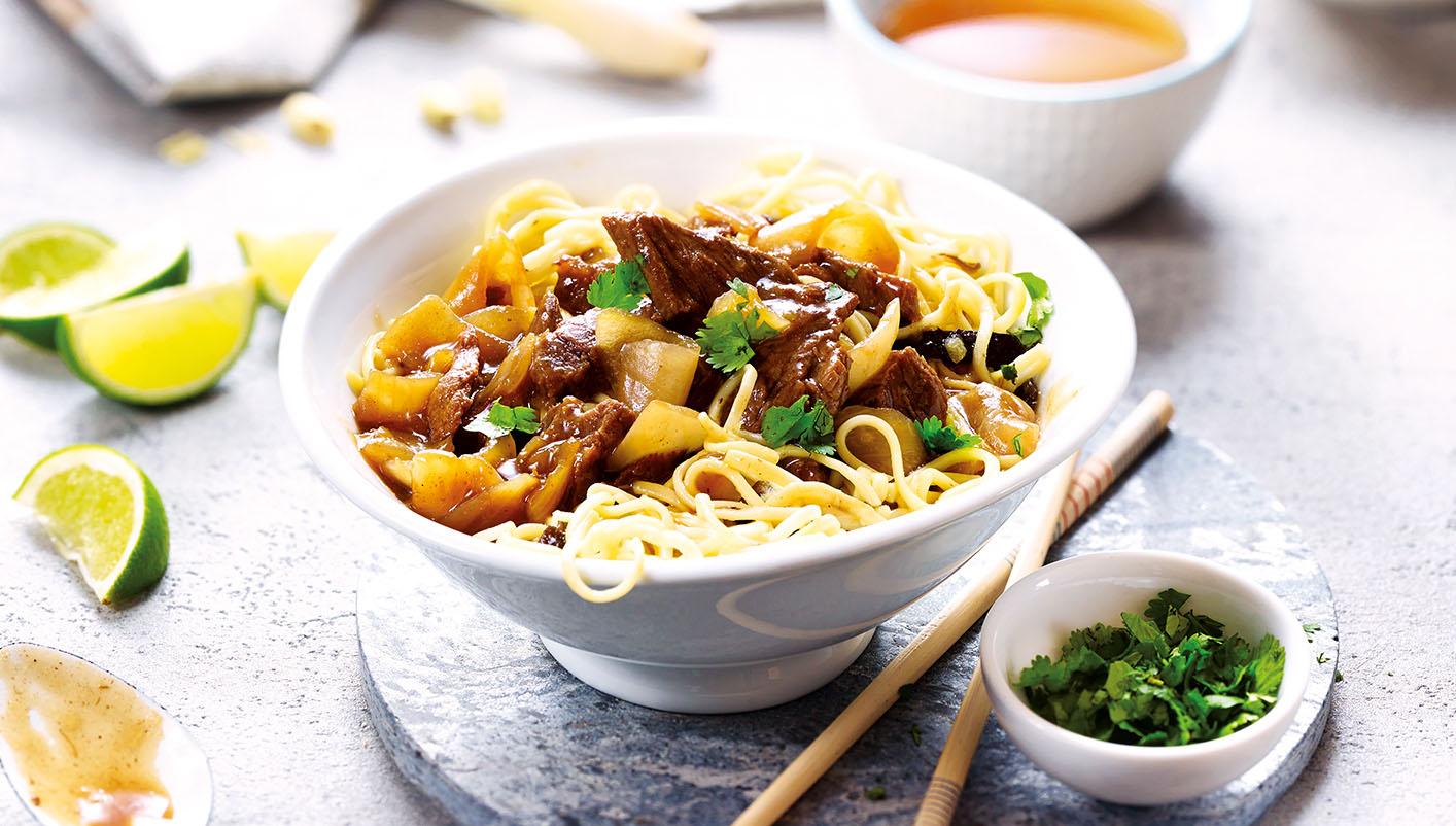 Boeuf aux oignons et nouilles chinoises