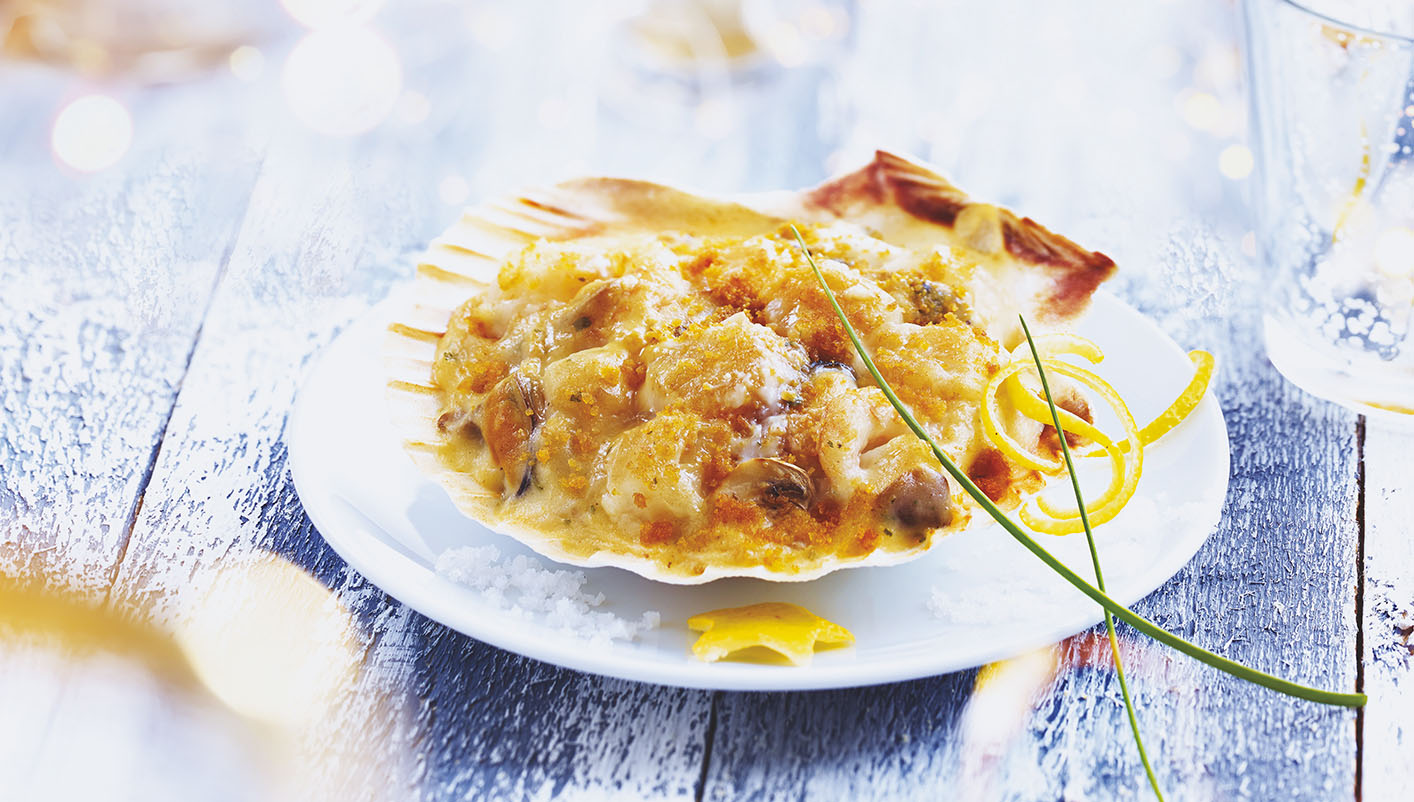 4 Coquilles St-Jacques aux fruits de mer, sauce bretonne
