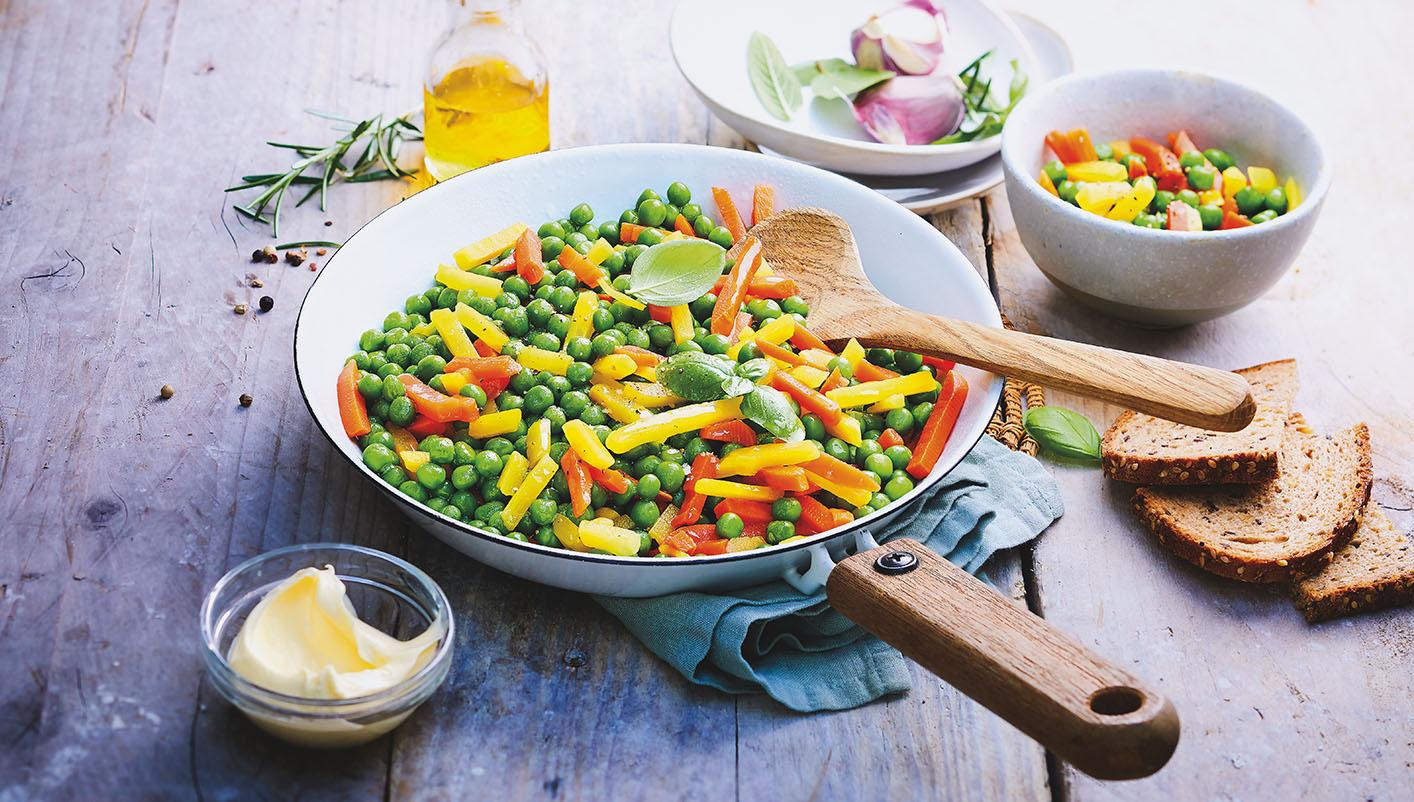 Petits pois et duo de carottes biologiques