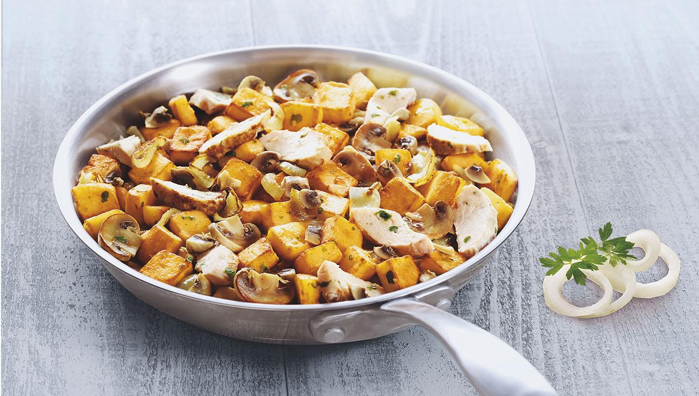 Pommes de terre, poulet et champignons de Paris