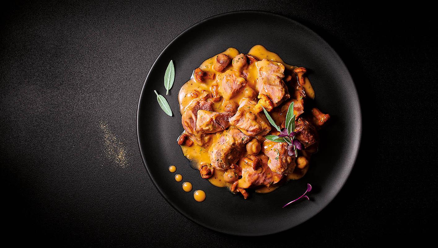 Mijoté de veau sauce Périgueux et poêlée de champignons