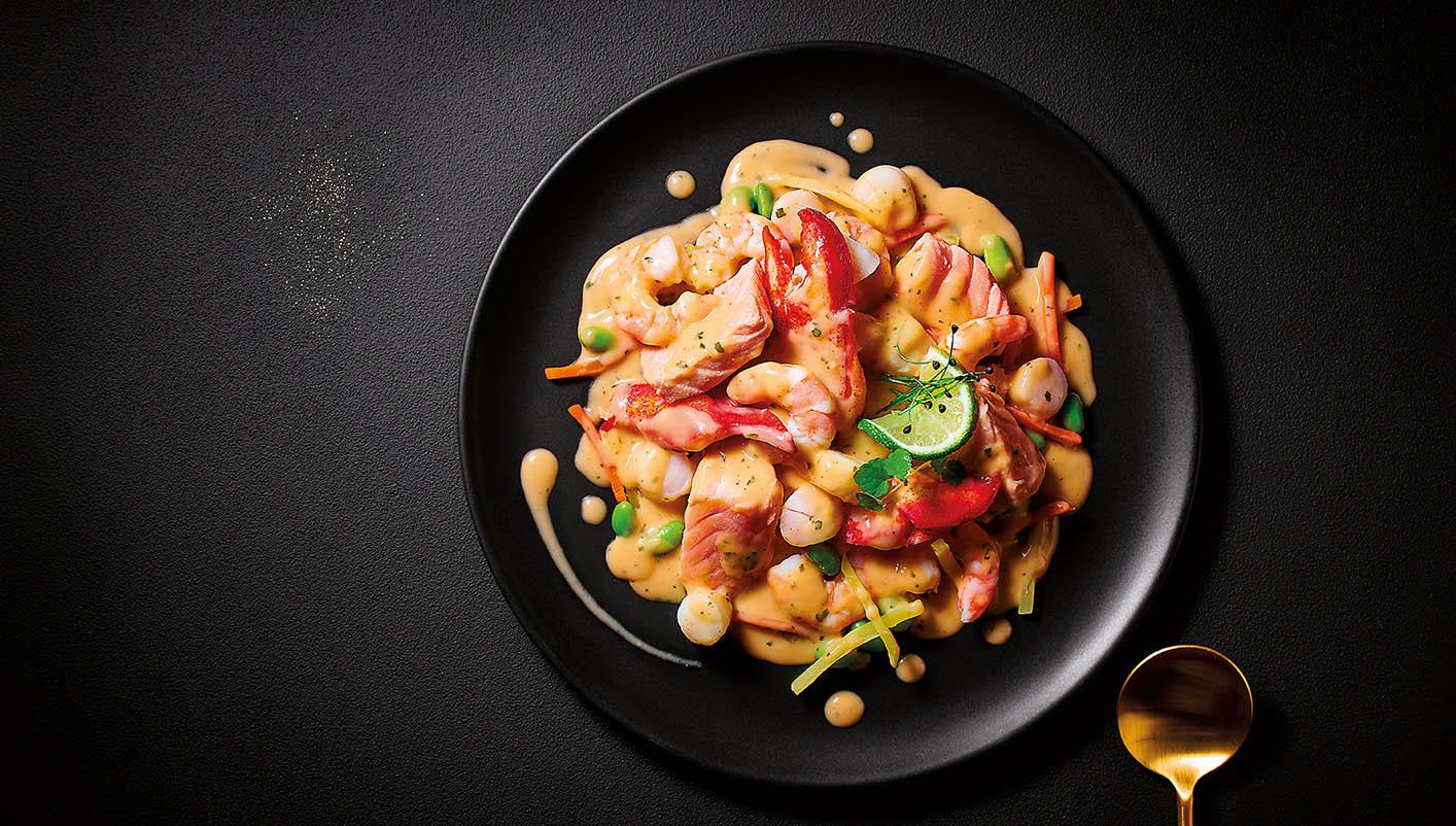 Homard, crevettes, noix de St Jacques et saumon, crème