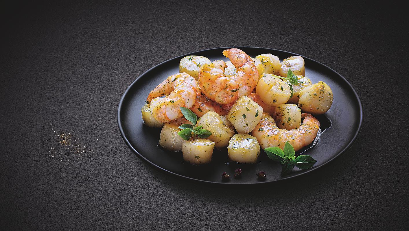 Crevettes et noix de Saint-Jacques, huile d'olive et persil