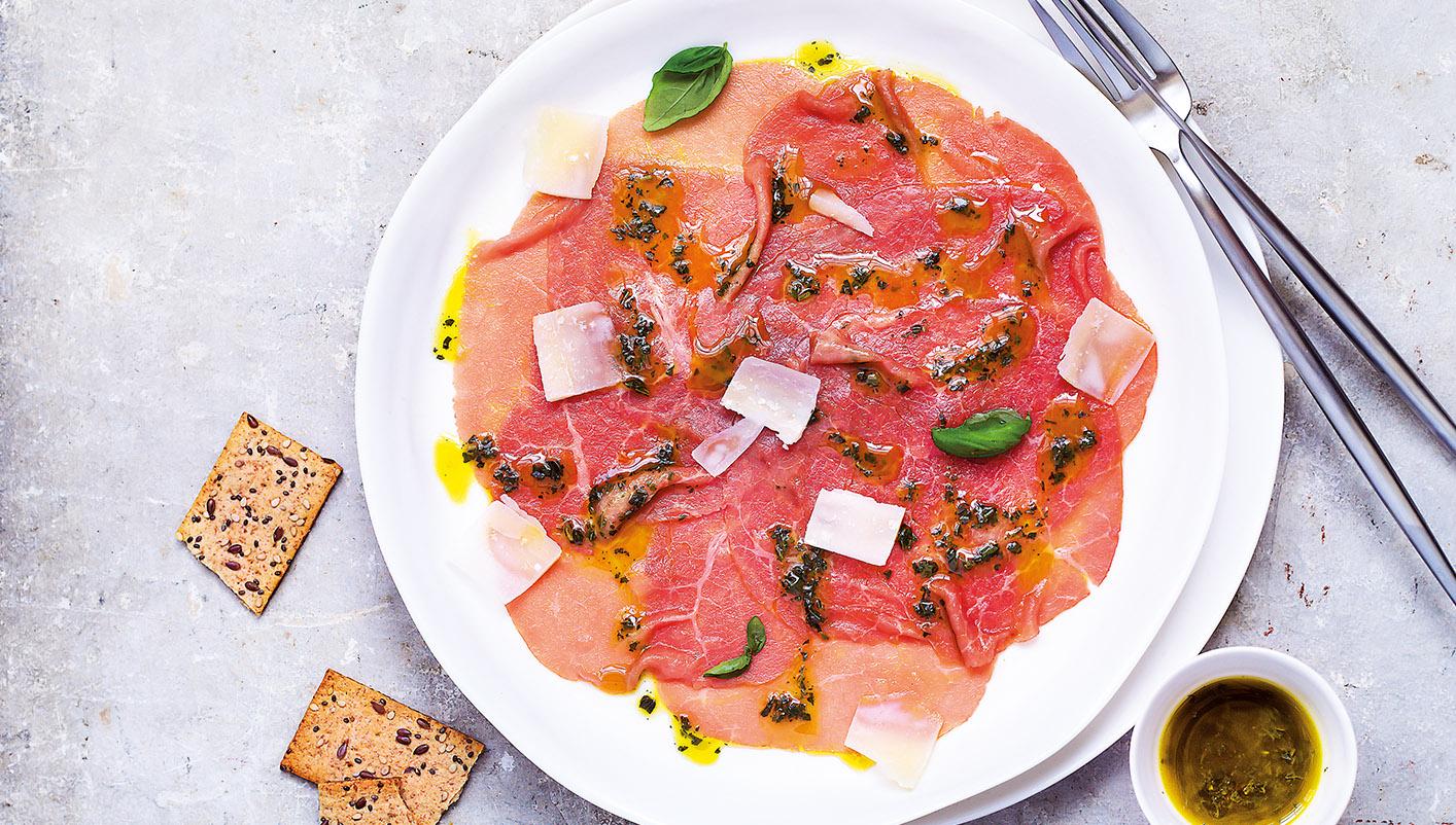 2 Carpaccio de bœuf charolais, sauce huile d'olive basilic
