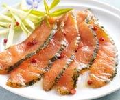 Emincés de saumon mariné aneth et baies roses