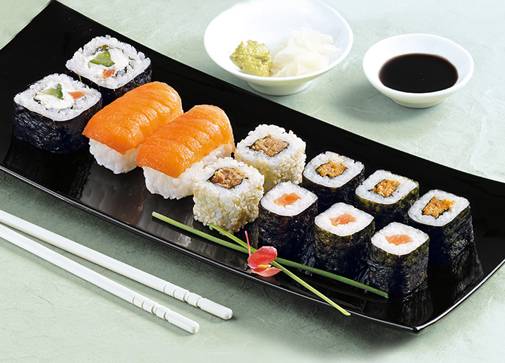 Assortiment de 12 sushi saumon