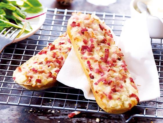 Tartines lardons, crème et oignons