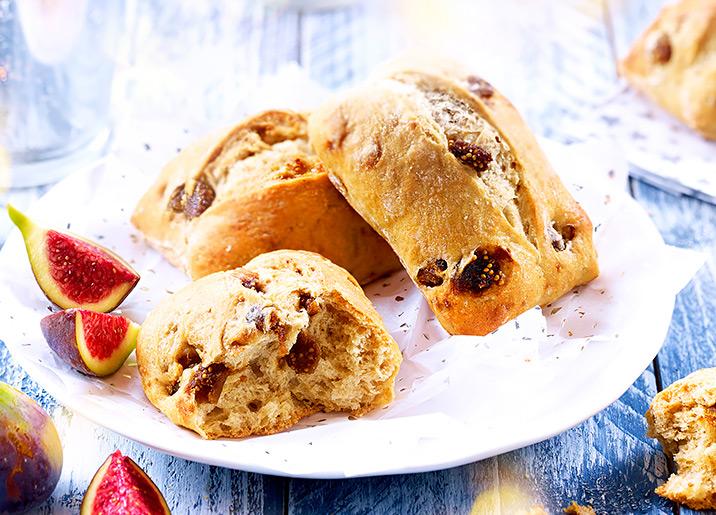 4 Petits pains de campagne aux figues