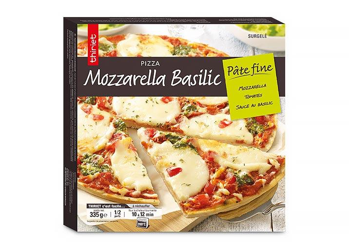 Pizza pâte fine mozzarella et basilic