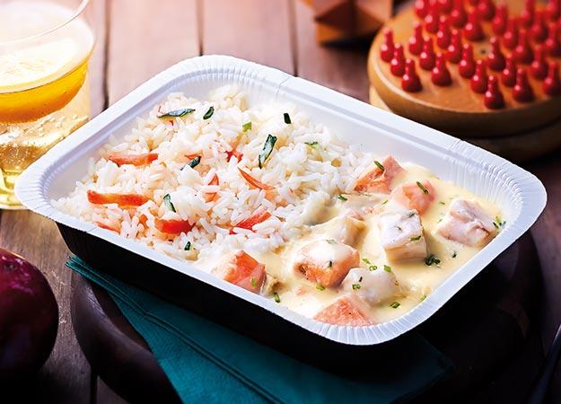 Saumon et colin d'Alaska, riz et petits légumes