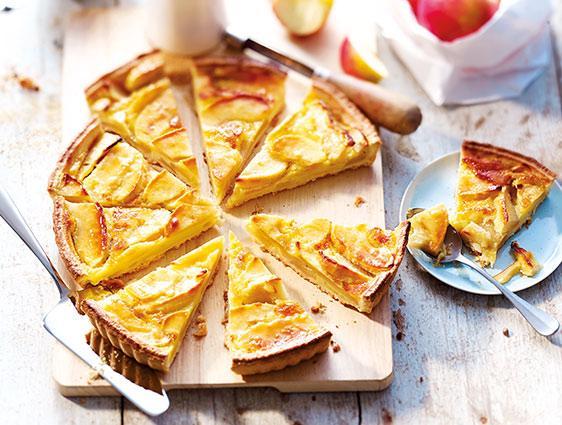 Pâtisseries à partager en promotion - Tarte normande découpée