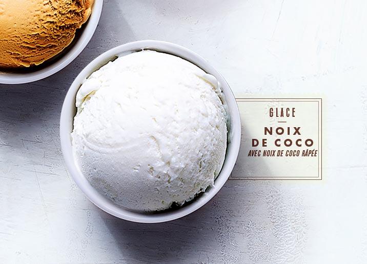 Glace noix de coco avec noix de coco râpée