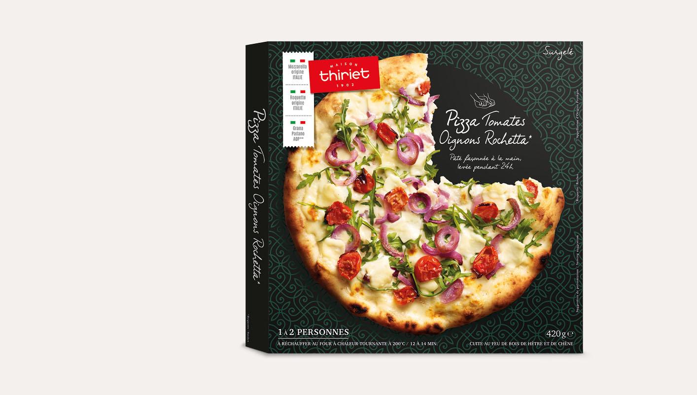 Pizza tomates oignons rochetta