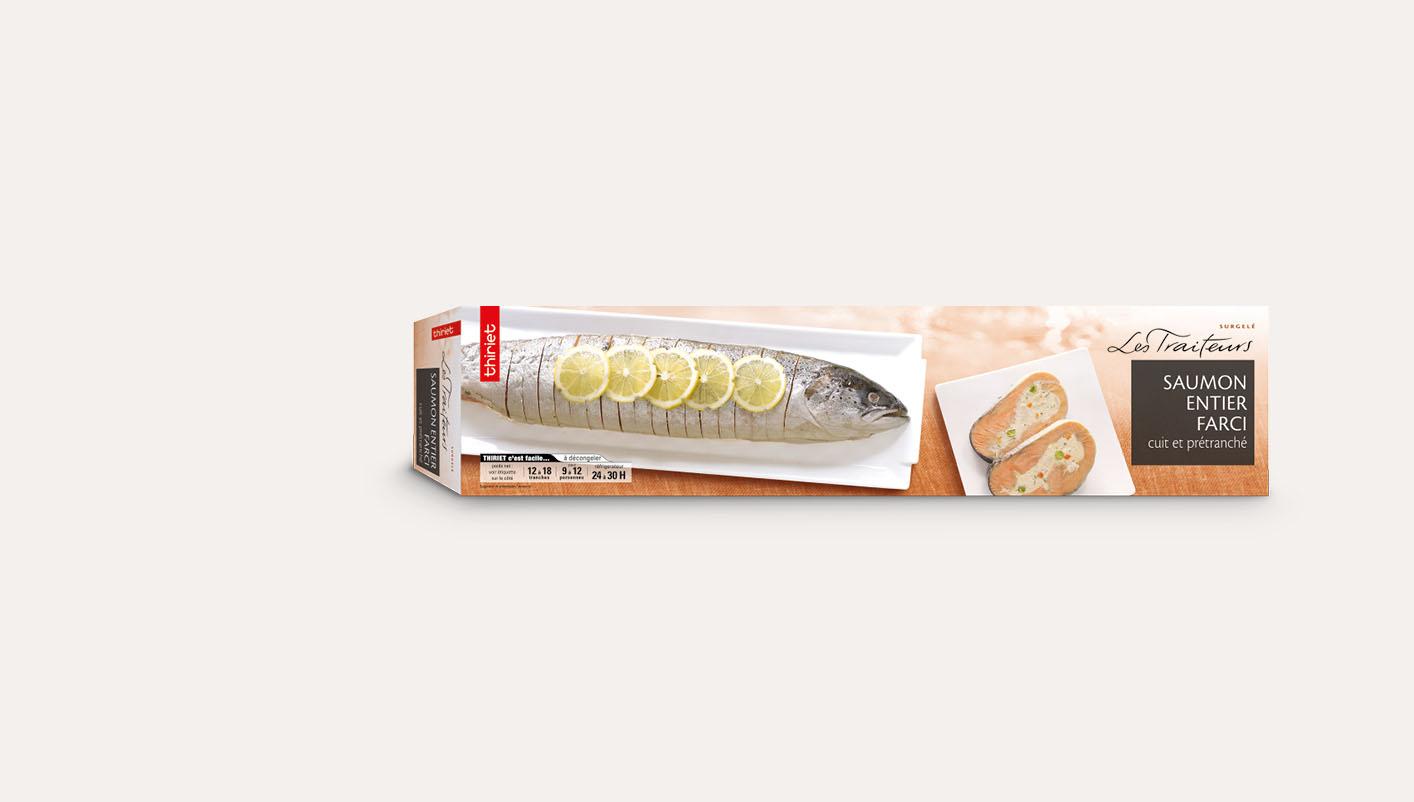 Saumon entier farci cuit et prétranché