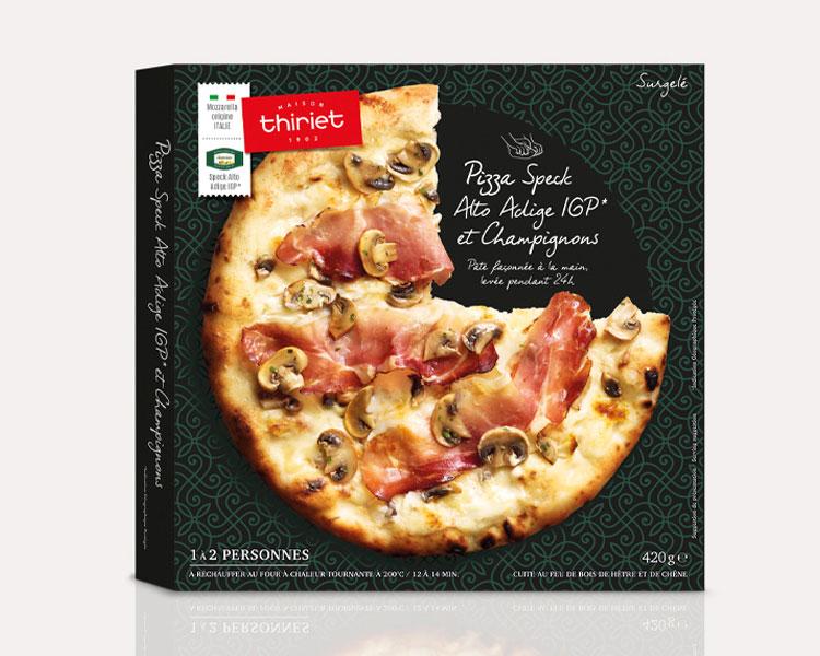 Pizza façonnée à la main - Pizza speck Alto Adige IGP et champignons
