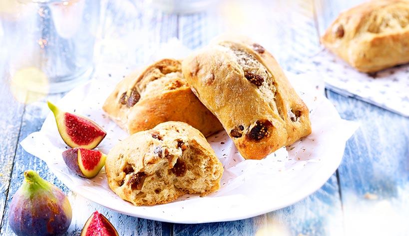 Petits pains de campagne aux figues
